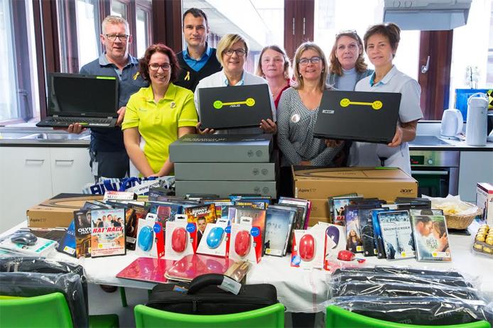 Schenking van laptops, DVD films enz. aan de kinderafdelingen van UZ Leuven op 14 oktober 2015 0